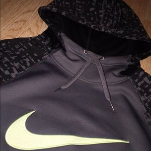 NIKE therma dri-fit patterned pullover hoodie!! Xs